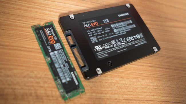 Samsung 860 EVO nelle due versioni disponibili: il 2,5 pollici e M.2 SATA