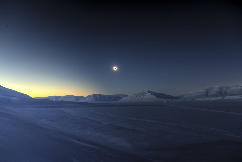 Eclipse Totality over Sassendalen by Luc Jamet (France)