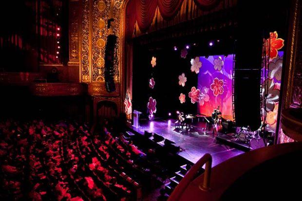 Cerimonia di apertura con concerti al Warner theater