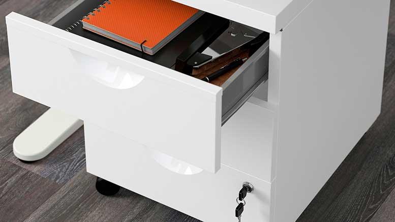 Cassettiera Ikea 3 Cassetti.Cassettiera 3 Cassetti Con Ruote Erik Di Ikea A Meno Di Settanta